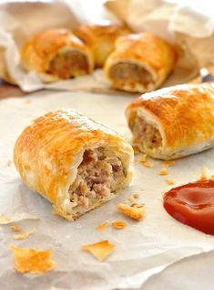 Low FODMAP and Gluten Free Recipe - Pork & herb sausage rolls Fodmap Recipes, Pork Recipes, Cooking Recipes, Homemade Sausage Rolls, Best Sausage Roll Recipe, Gluten Free Sausage Rolls, Bacon Sausage, My Burger, Gluten Free Recipes