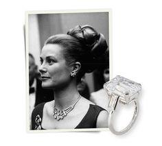 1956. La bague de fiançailles de Grace Kelly http://www.vogue.fr/joaillerie/a-voir/diaporama/la-saga-cartier-en-15-dates-exposition-le-style-et-l-histoire-cartier-au-grand-palais-paris/16475/image/884901#!exposition-le-style-et-l-039-histoire-cartier-au-grand-palais-paris-grace-kelly-bague-de-fiancailles