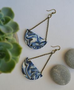 Dangle blue marble design earrings Mixed colours white blue