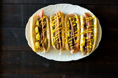Hot Dog Deluxe. Tämä on kokonainen ateria ihanien hot dog sämpylöiden sisällä