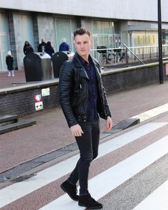 Mens Fall Fashion Trends of 2018 on How To Wear Fall Leather Jackets 22 -- Click image to see more. Trendy Mens Fashion, Fall Fashion, Fashion Trends, Fashion 101, Street Fashion, Black Leather Jacket Outfit, Badass Style, Guy Style, Men's Style
