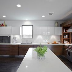 ARTICLE: Want a Bigger, Brighter Kitchen? Get the Two-Toned Look!
