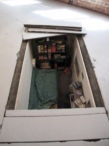 Hidden underground survival bunker.  Would like to make one of these when I buy a house