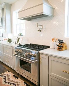 Kitchen essential tips + picks on Beckiowens.com today! Love these kitchen details -- light gray cabinets, marble + herringbone combo via @southernweddings