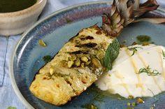 Desserts vom Grill - Rezept für gegrillte Ananas mit griechischem Joghurt, Pistazien und Minzöl