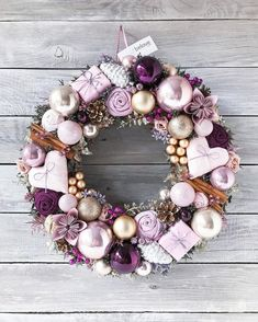Awesome 33 Excellent Apartment Design Ideas With Ornament Christmas Classy Christmas, Purple Christmas, Christmas Holidays, Christmas Crafts, Christmas Ornaments, Handmade Christmas, Mery Chrismas, Rose Gold Christmas Decorations, Xmas Wreaths