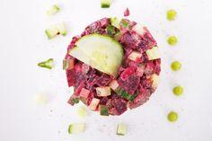 Deze tartaar van rode biet, komkommer en wasabi veganaise kan je als hapje of bijgerecht serveren. Bovendien is het snel klaar!