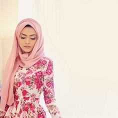Hijab ➡ @austereattire Dress ➡ @catwalkbazaar