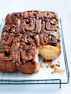Cinnamon Sticky Buns - these sweet and deliciously sticky cinnamon buns make the ultimate baking project. Brunch Recipes, Sweet Recipes, Dessert Recipes, Cinnamon Butter, Sticky Buns, Toasted Pecans, Sweet Bread, Tray Bakes, Delicious Desserts