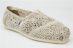 Toms lace shoe.  I think I want this one more than the striped ones.  Hmmm maybe I will have to have both!