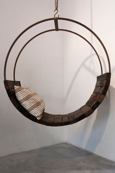 Build furniture yourself - an old beer barrel becomes a rustic rocking chair - . - Build furniture yourself – an old beer barrel becomes a rustic rocking chair – Furniture livin - Cool Furniture, Living Room Furniture, Furniture Design, Furniture Outlet, Discount Furniture, Chaise Diy, Swinging Chair, Diy Chair, Home And Deco