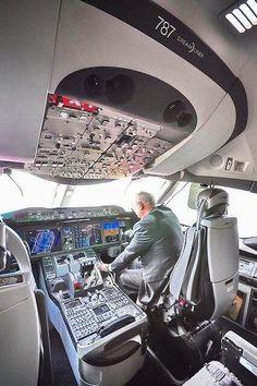B787 Dream liner cockpit
