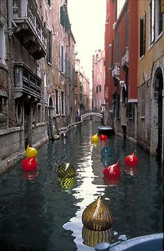 Dale Chihuly in Venice. Met Mr Chihuly years ago. Dale Chihuly, Oh The Places You'll Go, Places To Travel, Places To Visit, Beautiful World, Beautiful Places, Rome Florence, Voyage Europe, Dream Vacations