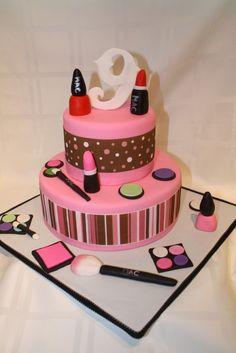 Make Up Girl Cake This cake was made for my daughters birthday. she loves to play with make up so I thought this was very fitting. Pretty Birthday Cakes, Birthday Cakes For Teens, 9th Birthday Parties, Sweet 16 Birthday, Girl Birthday, Cake Birthday, Teen Cakes, Girl Cakes, Beautiful Cakes