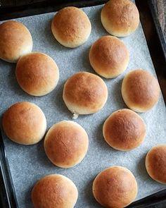 Waleskringle - krem.no Pavlova, Hamburger, Bread, Cake, Food, Pie Cake, Meal, Hamburgers, Cakes