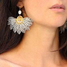 Gas Bijoux boucles d'oreilles plume Gaia Feather Jewelry, Feather Earrings, Stud Earrings, Raw Stone Jewelry, Metal Jewelry, Diy Jewelry, Jewelery, Diy Clay Earrings, Earrings Handmade