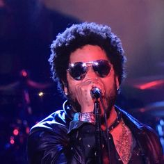 Lenny Kravitz: Sexy as always  wearing VL Willough pinky ring!!!