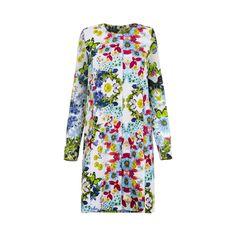 Wzorzysty płaszcz to bardzo modna propozycja dla eleganckich kobiet lubiących odrobinę ekstrawagancji. Ma prosty krój i jest idealny na przyjęcia okolicznościowe, bankiety, śluby, wesela… Usz…