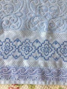Toalha Rosto Karsten Bordada Ponto Reto - R$ 60,00 em Mercado Livre Crochet Tablecloth, Crochet Doilies, Advanced Embroidery, Bargello, Hardanger Embroidery, Unique Photo, Diy And Crafts, Towel, Quilts
