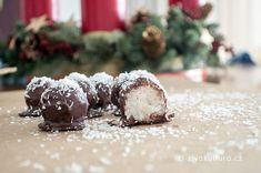 Nepečené kokosové kuličky v čokoládě – Živá kultura Christmas Sweets, Xmas, Paleo Baking, Gaps Diet, Kultura, Low Carb, Vegan, Ethnic Recipes, Desserts