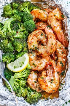 Shrimp and Broccoli Foil Packs with Garlic Lemon Butter Sauce - - Whip up a super tasty meal in under 30 minutes! - by Shrimp and Broccoli Foil Packs with Garlic Lemon Butter Sauce - - Whip up a super tasty meal in under 30 minutes! Fish Recipes, Seafood Recipes, Cooking Recipes, Healthy Recipes, Baked Shrimp Recipes, Recipes Dinner, Crockpot Recipes, Cooking Blogs, Vegetarian Recipes