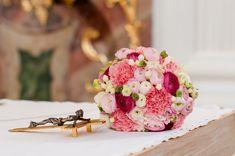 Brautstrauss in rosa und creme mit Ranunkeln.