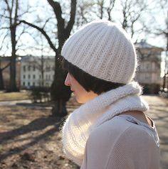 Mykt og patentstrikket sett til dame. Kombinasjonen av Abuelita Tjukk Merino og Pickles Angora er uslåelig! Winter Hats, Beanie, Fashion, Moda, La Mode, Fasion, Beanies, Fashion Models, Trendy Fashion