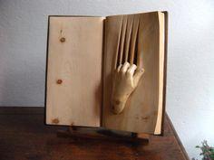 Wooden book by Nino Orlandi, *no se si me fascina o me da miedo… pero no puedo dejar de verlo. [*urielink]