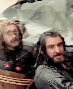 The Hobbit: the Desolation of Smaug behind the scenes BTS - Thorin (Richard Armitage) and Fili (Dean O'Gorman) #funny #barrels