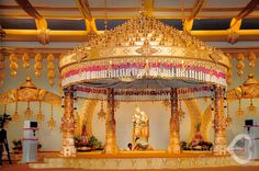 Wedding Stage Design, Wedding Stage Decorations, Engagement Decorations, Wedding Mandap, Wedding Venues, Wedding Reception, Tamil Wedding, Wedding Ideas, Flower Garland Wedding