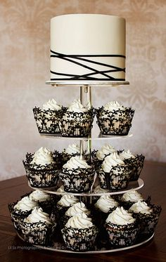 White Wedding Cakes Black and White Ribbon and Lace Wedding CupCakes (great idea - plain elegant cupcakes with embellished liners) - Cupcakes are perfect for weddings! They are great single serving dessert that no one can resist! Black And White Wedding Theme, Black And White Ribbon, White Wedding Cakes, Black White, White Lace, Black Tuxedo, White Bridal, 1 Layer Wedding Cake, Black Wedding Decor