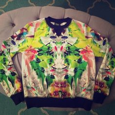 Flash Sale Prabal Gurung for Target! This is a Prabal Gurung for Target sweatshirt in excellent condition! Prabal Gurung for Target Sweaters Crew & Scoop Necks