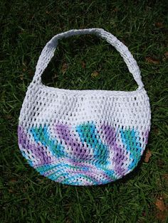 NyanPon's Knits and Crochet: Airy Summer Hobo this is a cute little project bag, I think I am going to make one to keep my current projects in.