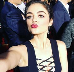 Pretty Little Selfies from the People's Choice Awards!