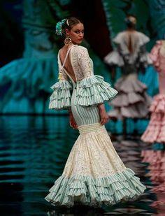 Simof 2017: el desfile de Loli Vera, en fotos African Wear, African Dress, Fashion Details, Fashion Photo, Flamenco Costume, Fashion Show Themes, Spanish Fashion, Fantasy Dress, Yes To The Dress