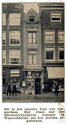 1928 Singel nr 7 het smalste huis  Het smalste huis ter wereld staat op de Singel nummer 7. Het huisje is één meter breed en is nauwelijks breder dan de voordeur. De mensen die er wonen moeten wel heel slank zijn... De eerlijkheid gebied te zeggen dat dit de achtergevel is van een huis, de voorkant is een stuk breder.