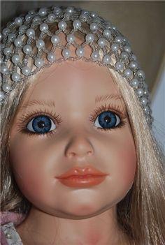 Красивейшая девочка из винила от Сюзан Липл. Кукла только сидит, но очень очаровательно, замечательная проработка деталей, ручек, ножек, позы… Целиком / 12 000р