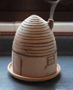 Casita para incienso, original de Ceramica Anuhe. w.anuheceramica.blogspot.com