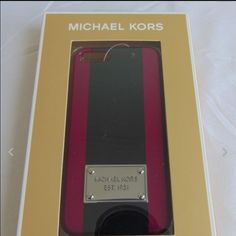 ❤️New with tag iPhone case 5/5s❤️ Pink/white MSRP $38 Michael Kors Accessories Phone Cases