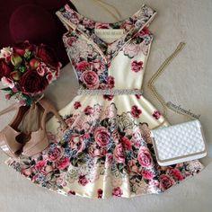 Vestido NEOPRENE C/ Bojo  Princesa Milena ( Estampa  FUNDO OFF C/ ROSAS) - Melrose Brasil                                                                                                                                                      Mais