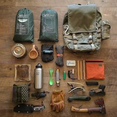 Excellent bushcraft know-hows that all survival fanatics will desire to learn right now. This is basics for bushcraft survival and will spare your life. Bushcraft Camping, Bushcraft Backpack, Bushcraft Gear, Camping Survival, Outdoor Survival, Survival Gear, Survival Skills, Camping Gear, Camping Hacks