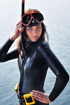 Hot Girls Scuba Diving (45 pics)