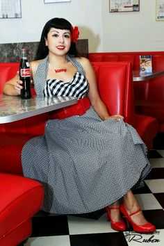Coca Cola pin up model Coca Cola, Pepsi, Retro Diner, Soda Fountain, Rockabilly Fashion, Pin Up Style, Retro Outfits, Fashion Pictures, Pin Up Girls