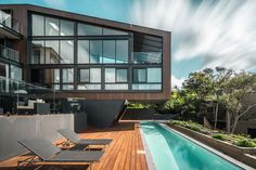 Image 1 of 28 from gallery of Seaforth House / IAPA Design Consultant. Photograph by ZENG Zhe Residential Architecture, Interior Architecture, Beautiful Architecture, Moderne Pools, Timber Deck, Villa, Beautiful Interior Design, Big Houses, Outdoor Areas