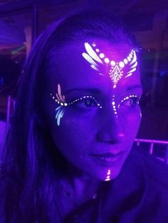 New ideas neon party makeup faces make up Maquillage Voodoo, Maquillage Halloween, Uv Makeup, Dark Makeup, Body Makeup, Makeup Art, Makeup Ideas, Pintura Facial Neon, Diy Neon Party