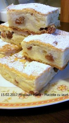 Placinta cu iaurt reteta simpla si rapida. O placinta pufoasa, vanilata si aromata, cu foi pentru placinta din comert sau facute in casa. O reteta ieftina Romanian Desserts, Romanian Food, No Bake Desserts, Easy Desserts, Dessert Recipes, Sweet Pastries, Pastry Cake, Cupcakes, Sweet Recipes