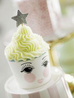 Cupcake mit einem charmanten Augenaufschlag von Miss Étoile