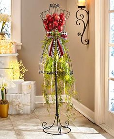 Mannequin Christmas Tree, Dress Form Christmas Tree, Unique Christmas Trees, Christmas Decorations, Christmas Ideas, Christmas Time, Christmas Classics, Christmas Dresses, Elegant Christmas
