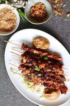 Indonesische sateetjes, Lekkere borrelhapjes, Borrelhapjes kip, Zelf pindasaus maken, Beaufood recepten, indonesian satay, easy satay