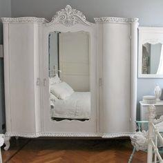 Restyling di un armoire french style - ricolora la tua casa con la chalk paint Vintage Paint - www.vintagepaint.it